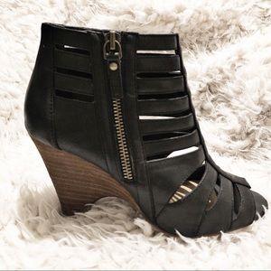 NEW 🌟 Crown Vintage Black Booties